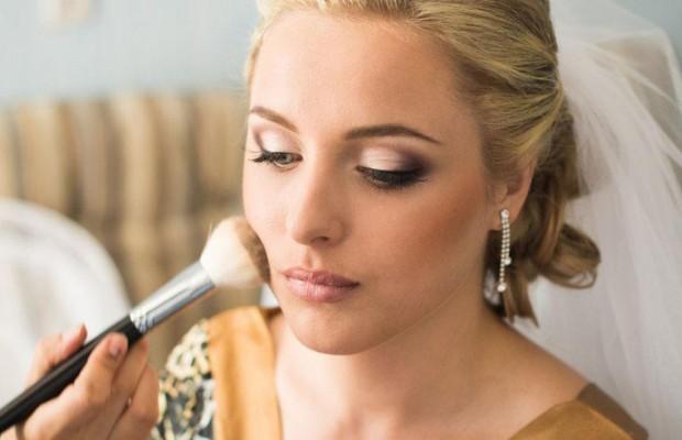 Модный макияж на свадьбу 2015 признан большинством чем-то средним между дневным и праздничным. Такой макияж должен околдовывать всех присутствующих