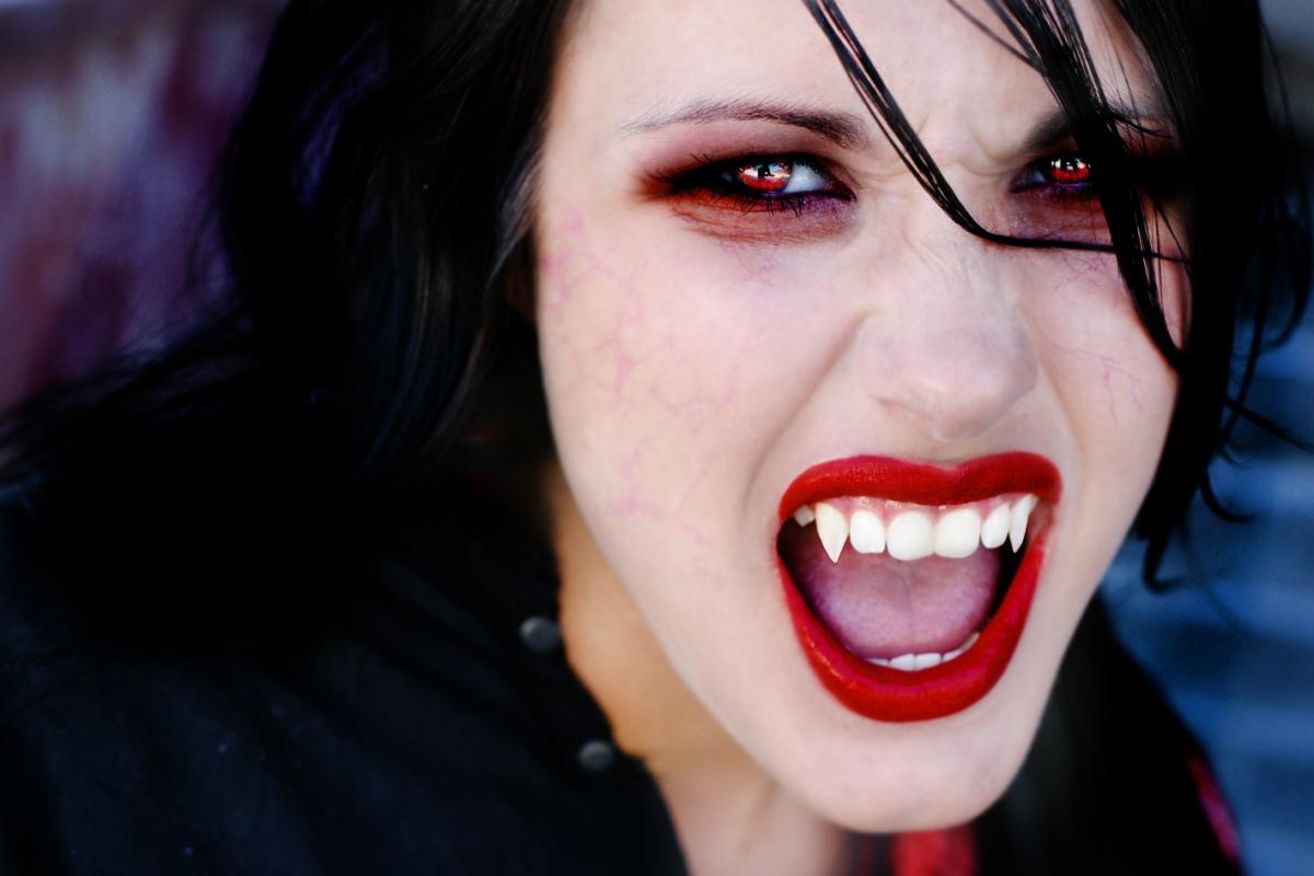 Сексуални вампирфилм бесплатно 18 фотография