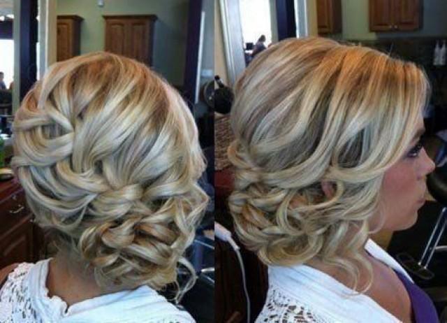 Прическа коса на боку для средних волос