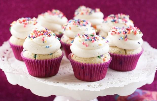 Set-10-banh-Cupcake-thom-ngon-tai-Afamily-Cake