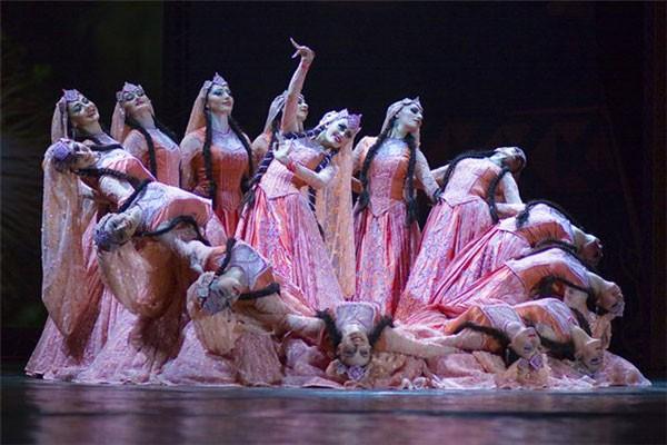 имя танцевальному колективу
