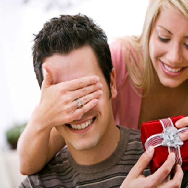 Как девушке сделать сюрприз парню на